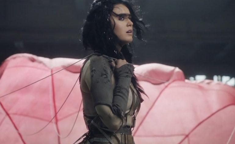 """Katy Perry marca data de lançamento do vídeo de """"Rise"""" com teaser"""