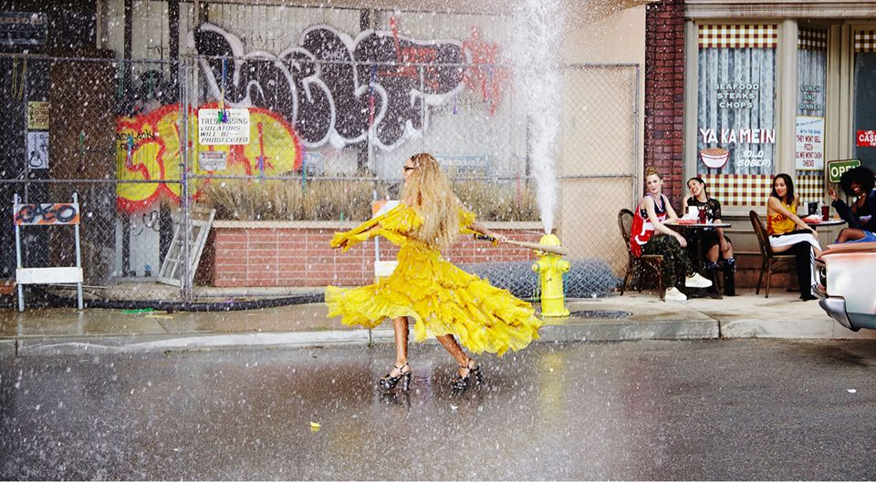 """Beyoncé libera vídeo de """"Hold Up"""" em sua conta no Youtube"""