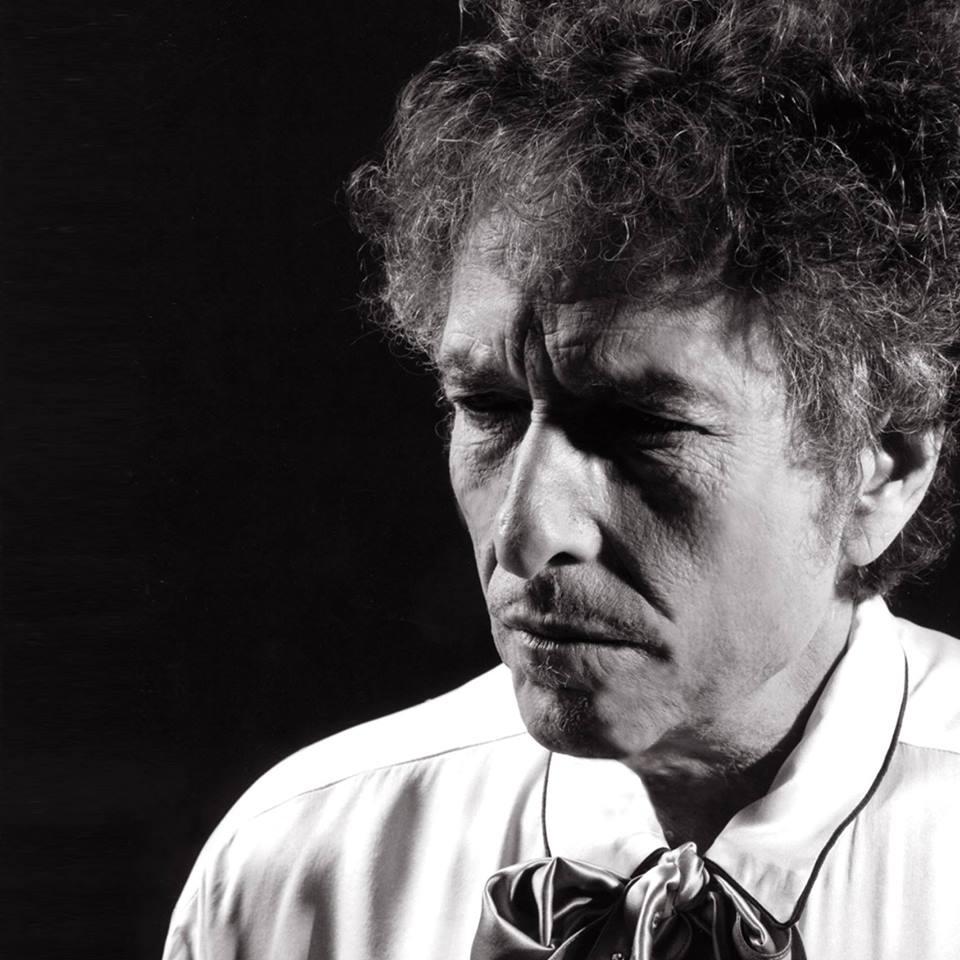Bob Dylan aceita prêmio Nobel de Literatura