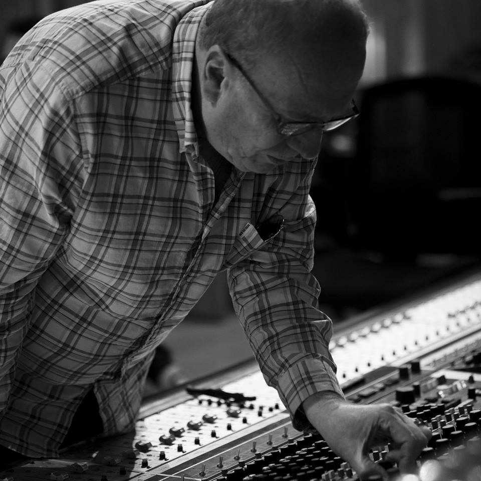 Geoff Emerick, engenheiro de som dos Beatles, fará palestras em Porto Alegre