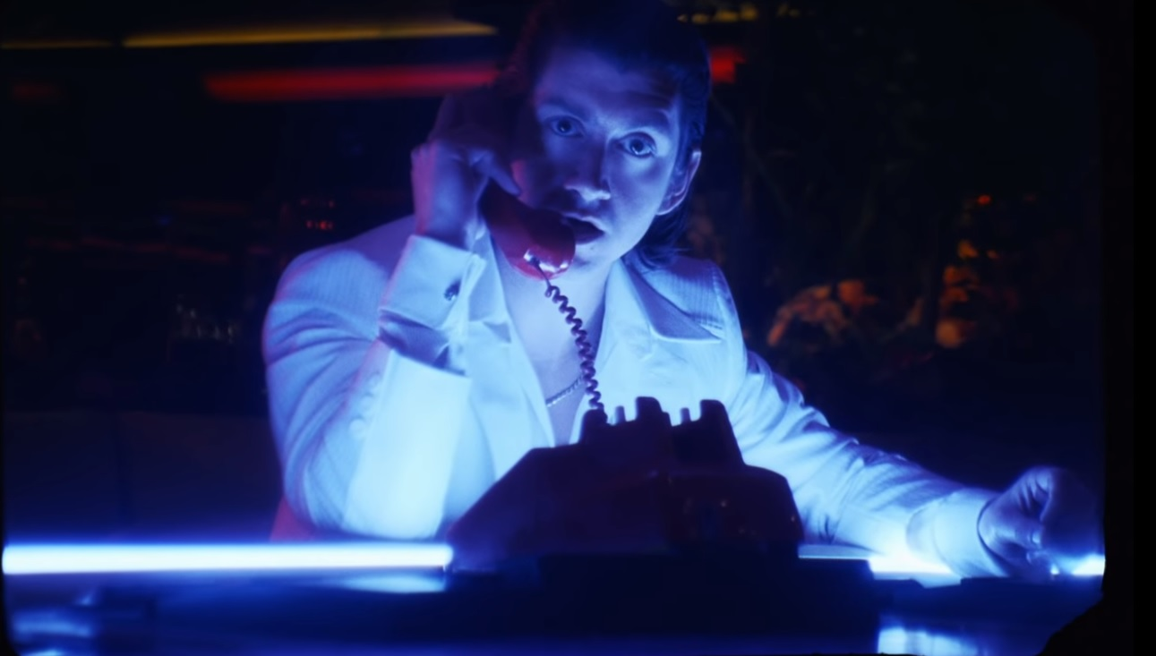 Arctic Monkeys lança clipe de Tranquility Base Hotel & Casino; assista