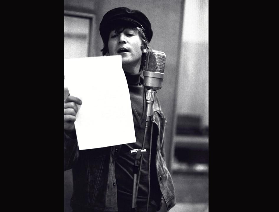 Ouça 9 vocais isolados incríveis de John Lennon, que completaria 78 anos hoje