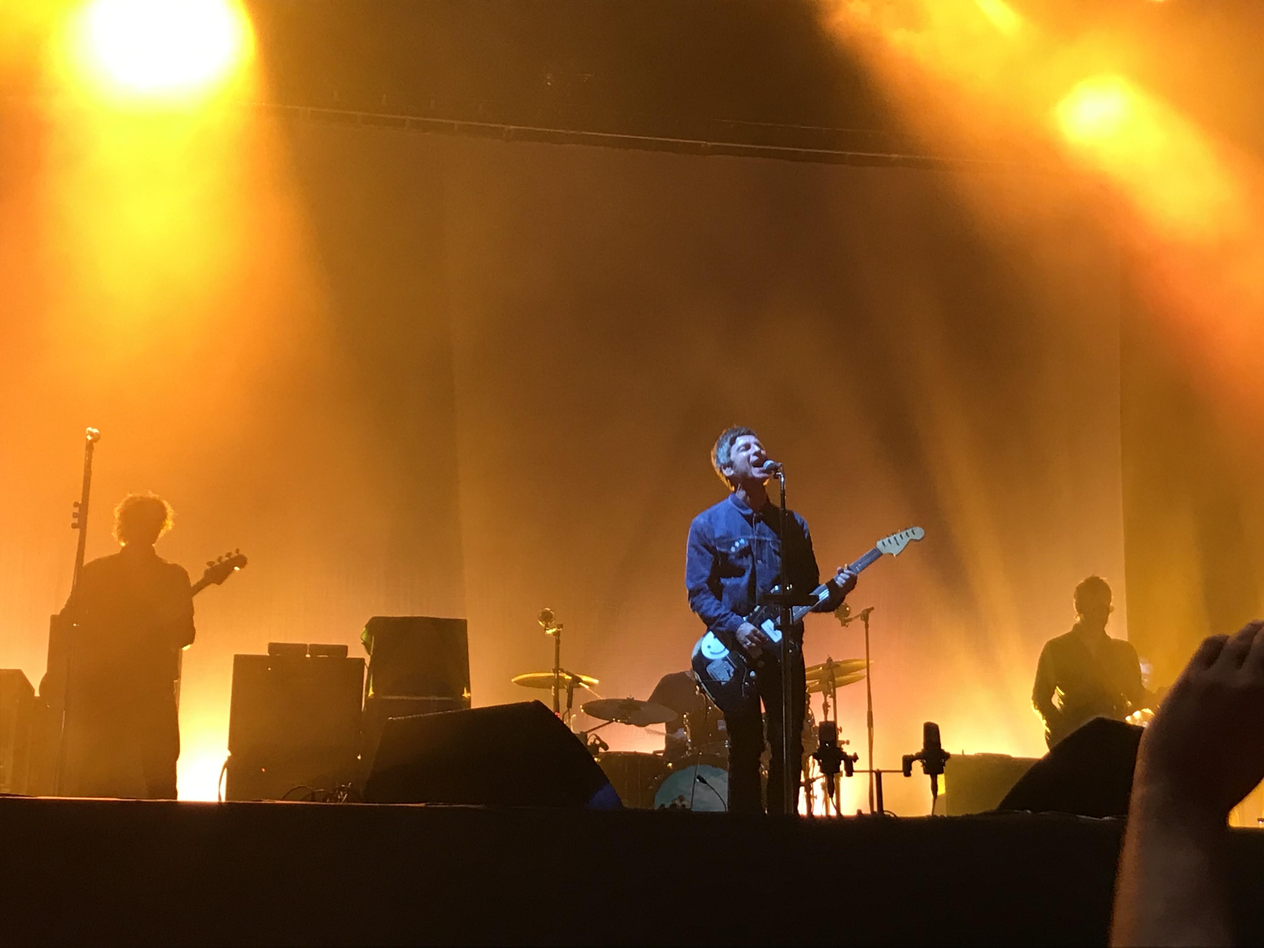 Sem deixar humor britânico de lado, Noel Gallagher faz show em São Paulo
