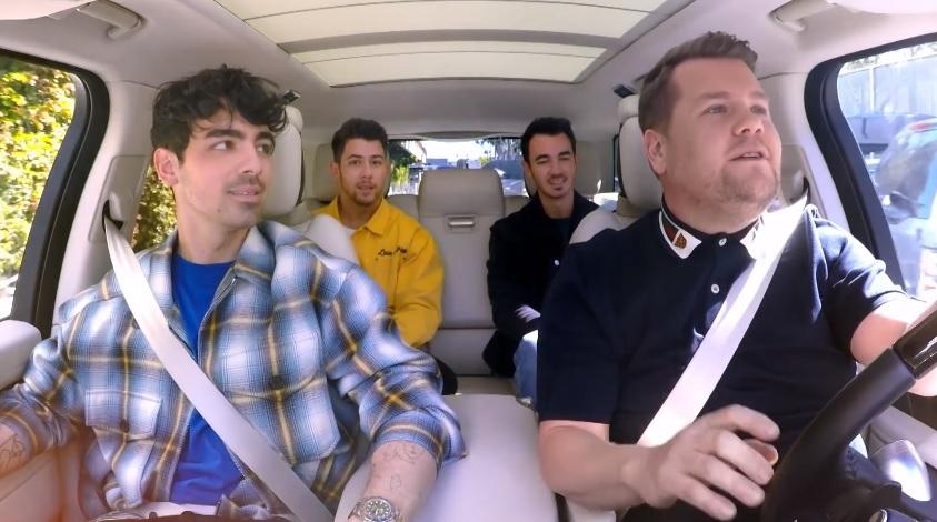 Jonas Brothers relembram hits da carreira e falam sobre separação em Carpool Karaoke