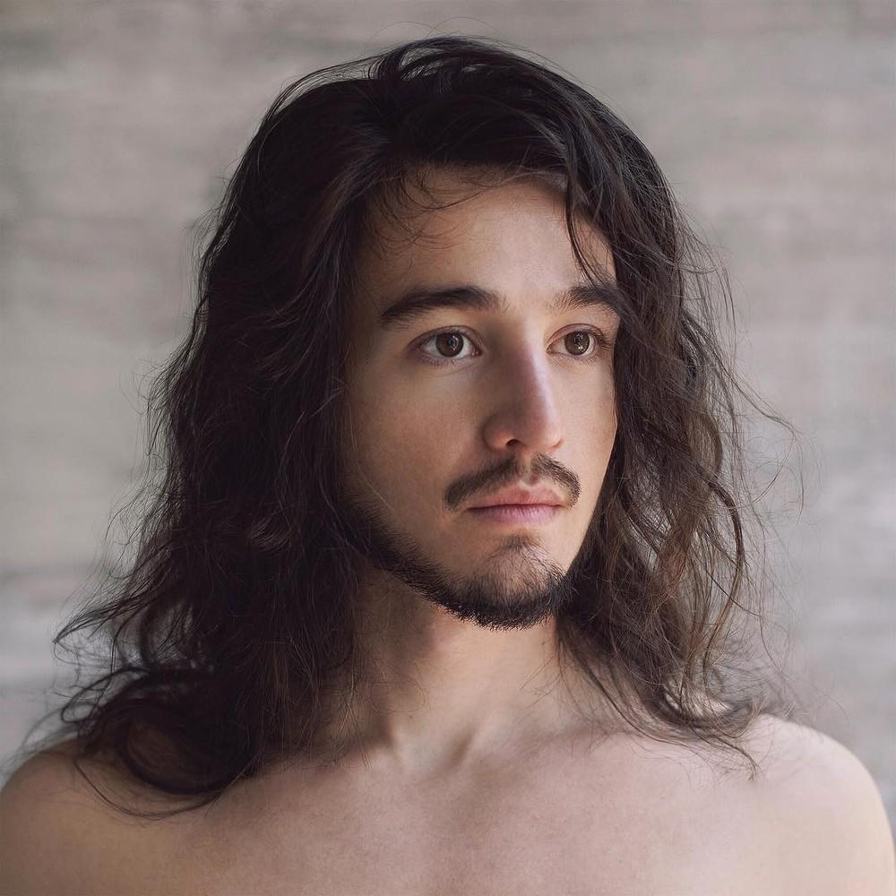 """De surpresa, Tiago Iorc lança novo álbum; ouça """"Desconstrução"""""""