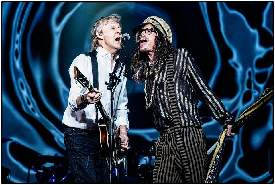 Steven Tyler faz participação surpresa em show de Paul McCartney